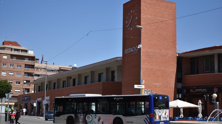 Petrer ofrece 40 becas de transporte público de 200€ para estudiantes
