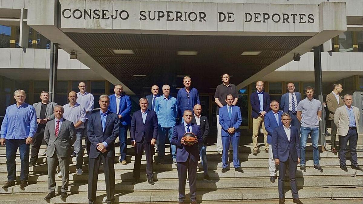 Imagen de los participantes de la Asamblea General de la Liga ACB celebrada ayer en el CSD.