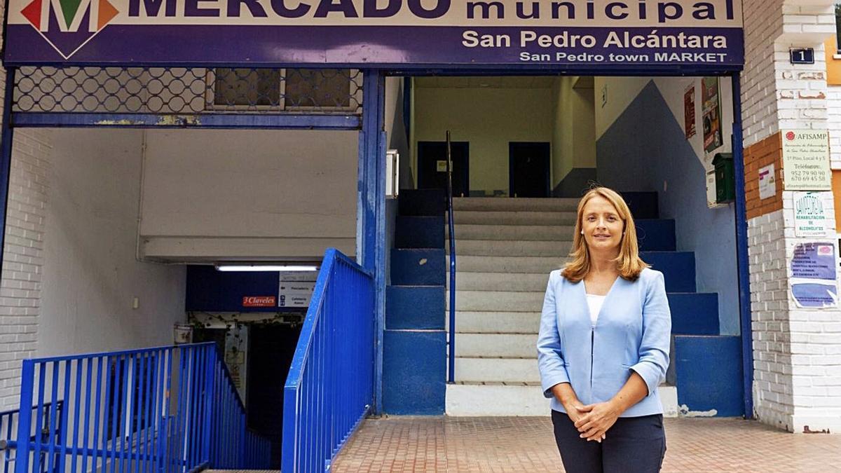 María García, este martes, en uno de los mercados municipales de Marbella