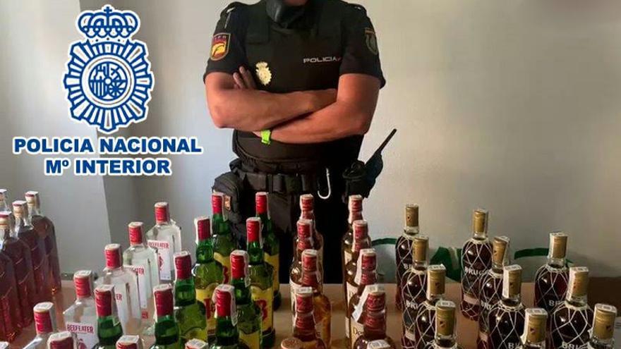 Dos detenidos en Alicante por robar botellas de alcohol para venderlas en fiestas y botellones