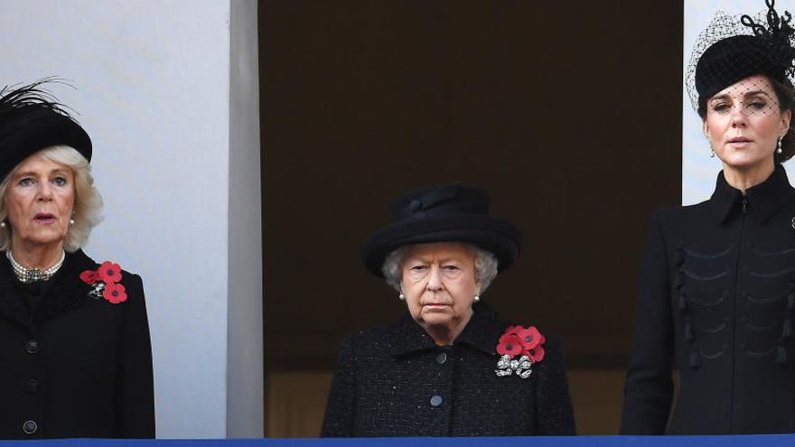 Isabel II preside el homenaje a los caídos en las guerras