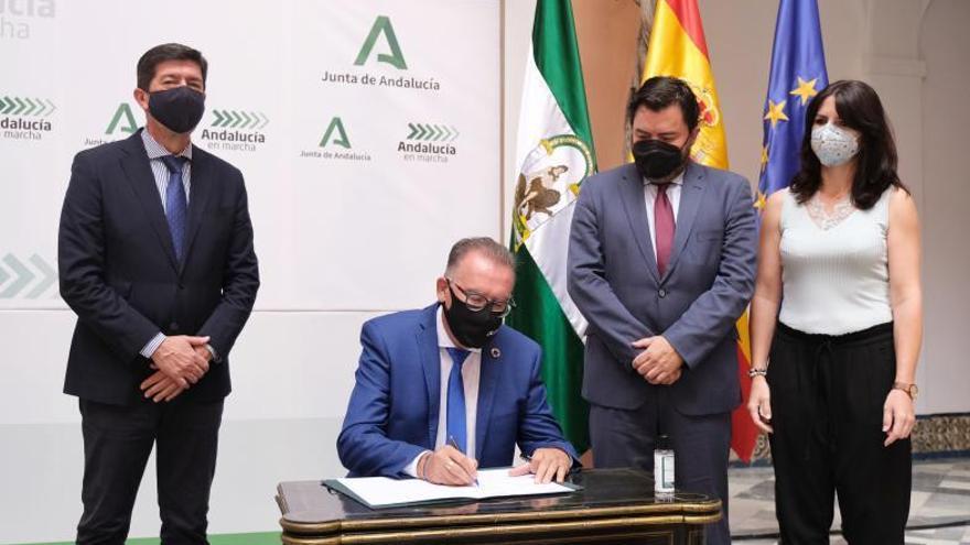 Junta y Diputaciones firman el convenio de fondos del PFEA