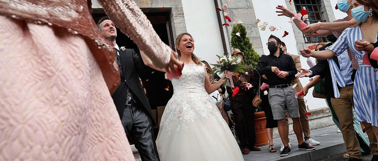 Los recién casados Benoît Salaun y Cheryl von Asten, en el Palacio de La Magdalena.