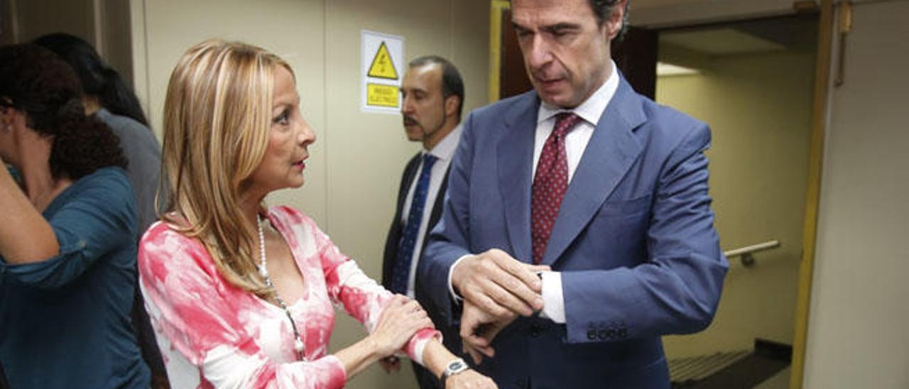 María Australia Navarro y José Manuel Soria minutos antes de comenzar el comité ejecutivo regional.