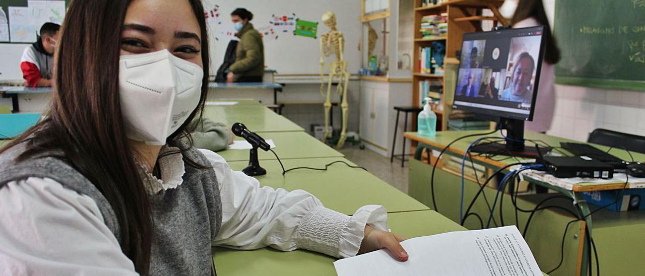 La estudiante Laura Vallines, ayer, antes del inicio de la conferencia online. | T. Cascudo