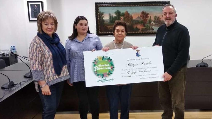 María José Suero gana los 500 euros de la campaña de Navidad riosellana