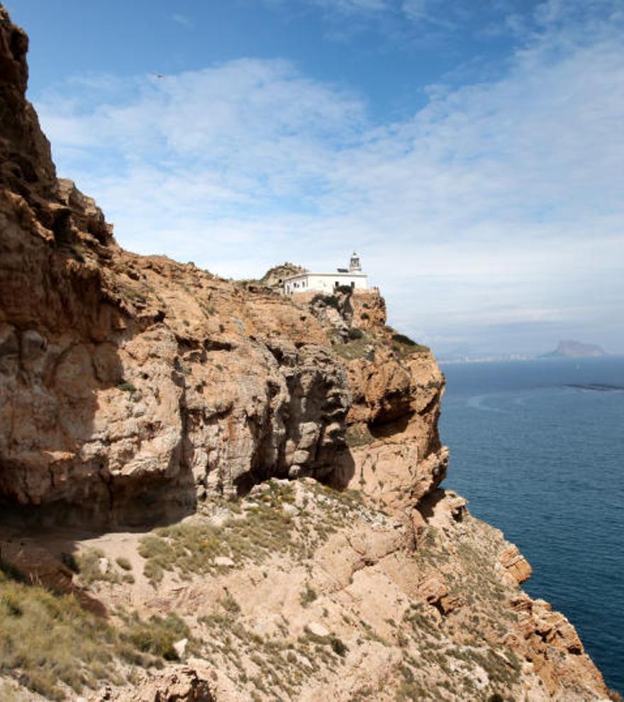 Senderismo en Alicante: las mejores rutas para disfrutar de la naturaleza en la provincia