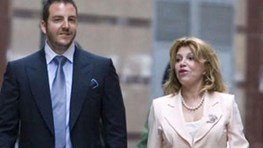 La baronesa Thyssen y su hijo Borja, grandes ausentes en el último adiós a Manolo Segura