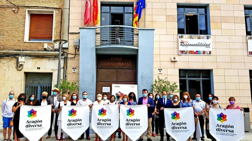 El apoyo al colectivo LGTBI une a 24 municipios, dos comarcas y la DPT