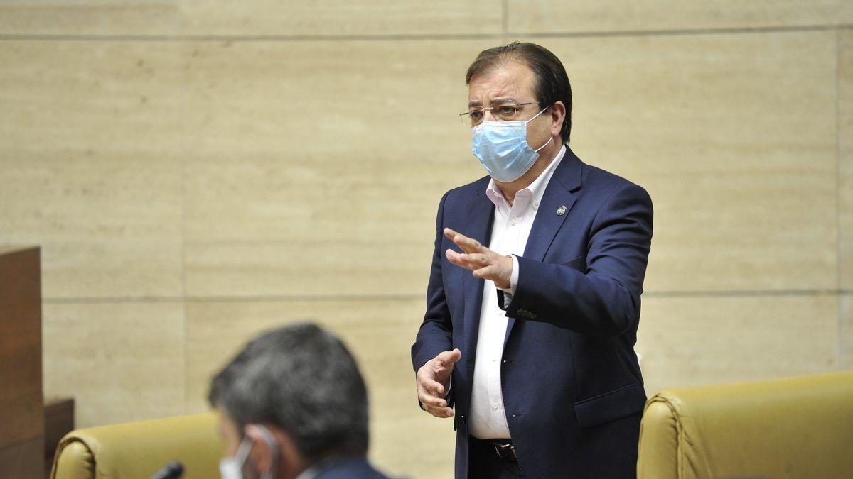 El presidente de la Junta, Guillermo Fernández Vara, este jueves en la Asamblea.