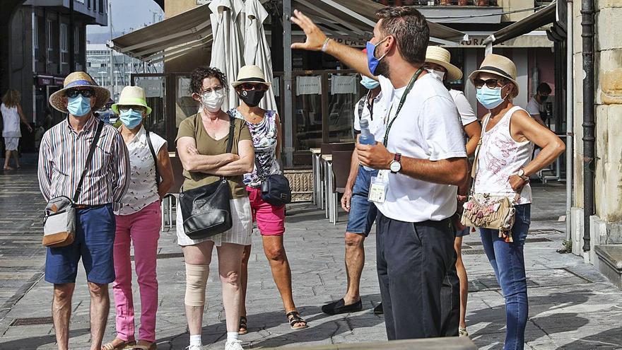 """""""Gijón te merece"""": una noche de regalo a 6.840 turistas para movilizar 2,1 millones"""