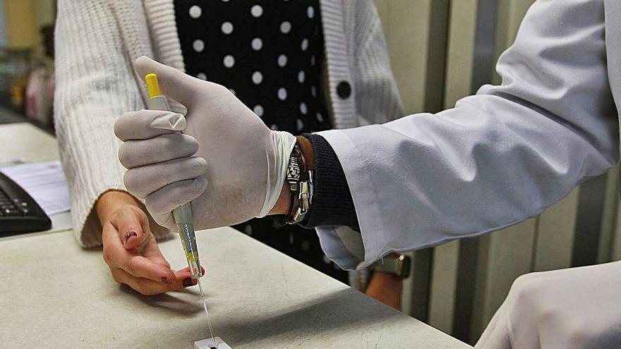 Las farmacias ourensanas realizaron casi 14.000 test rápidos de coronavirus