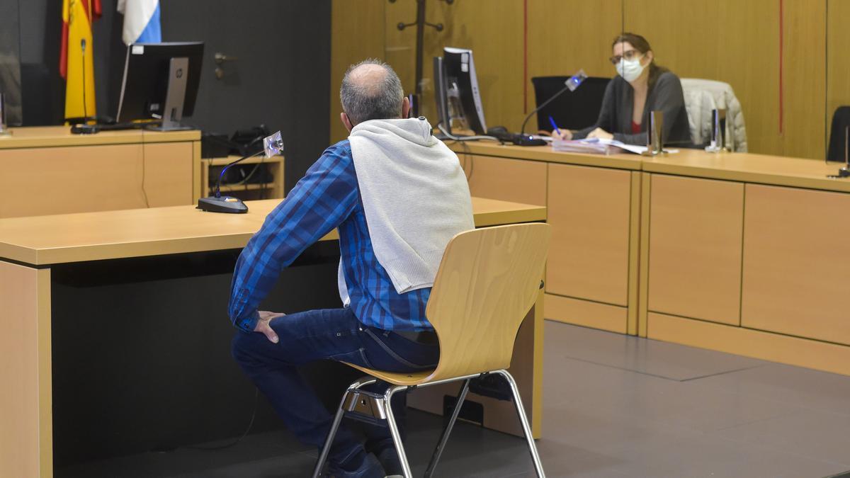 El acusado ayer durante el juicio en su contra