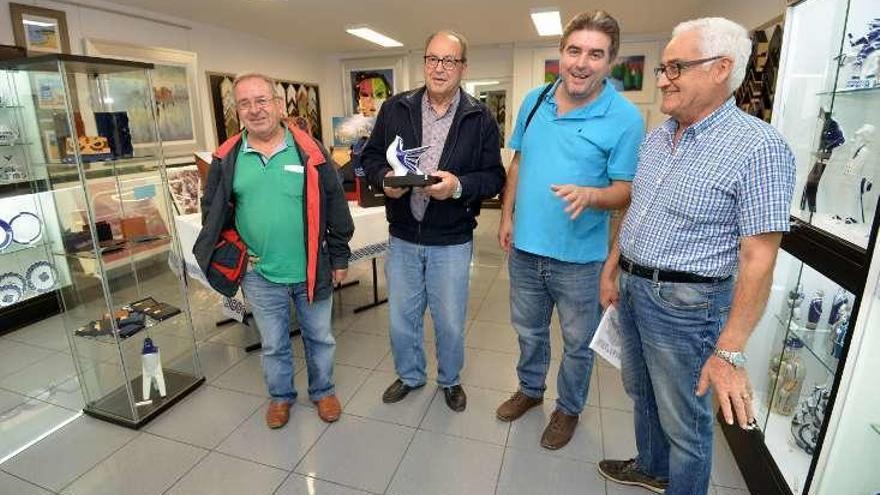 Los premios Cogave reconocen la labor del grupo Vaipolorío y del escritor Calros Solla