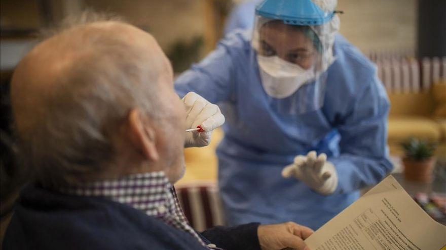 Ojo a una estafa sobre el covid en Canarias: una encuesta a personas mayores con 'premio'