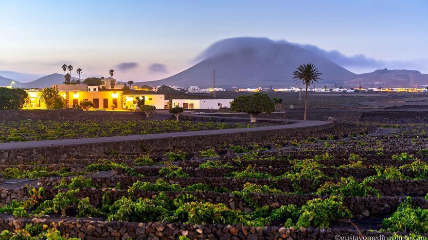 Nubes y temperaturas de hasta 30 grados para comenzar el fin de semana en Canarias
