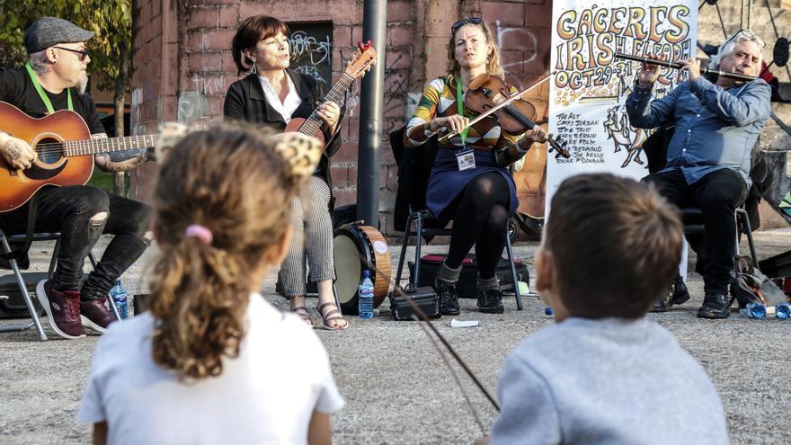 El Irish suena en los barrios