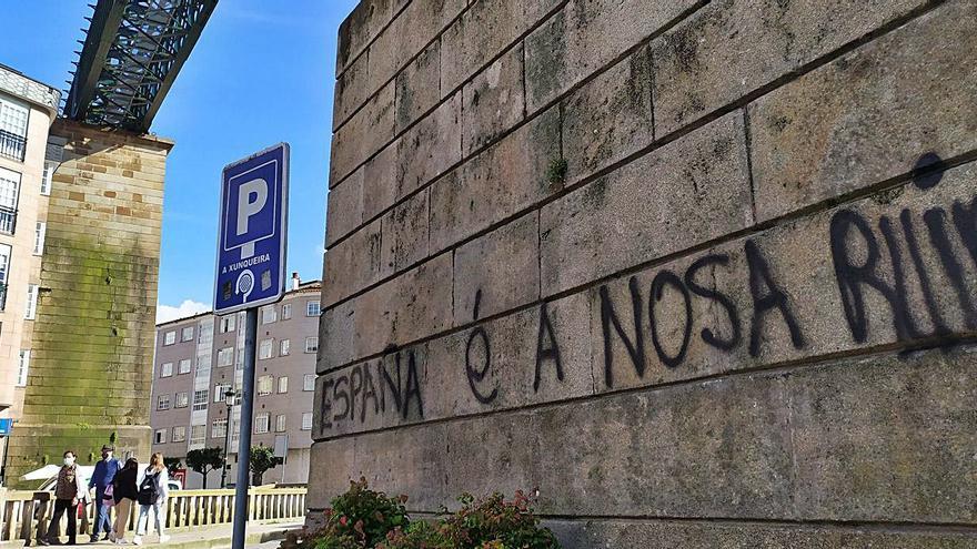 Redondela sufre una oleada de pintadas en edificios públicos