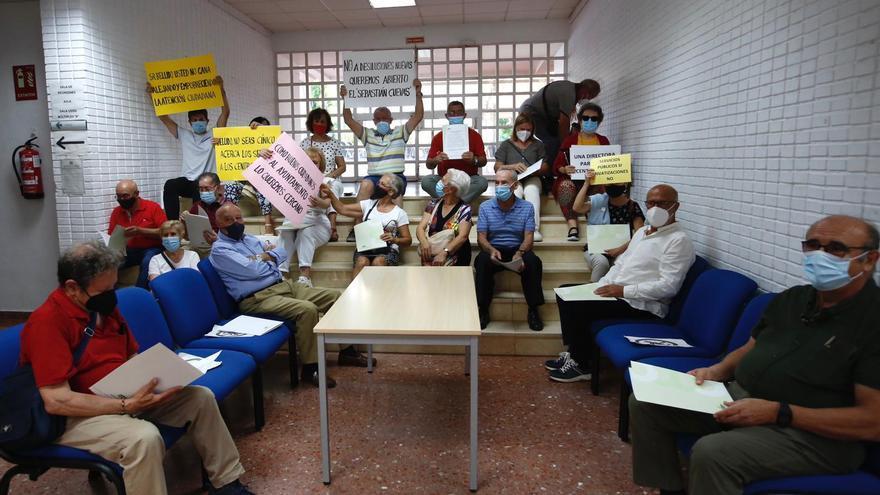 """Encierro en el Centro Cívico Fuensanta por un """"plan de urgencia"""" para mejorar la situación de estos espacios"""