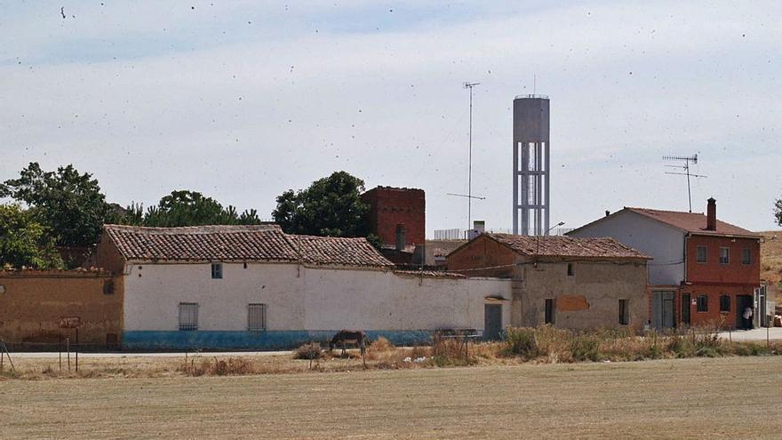 Friera de Valverde canaliza el desagüe que atraviesa la localidad