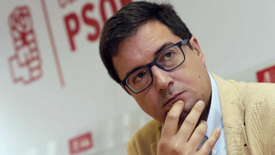 El 'patxista' Óscar López busca dar un vuelco entre los militantes canarios