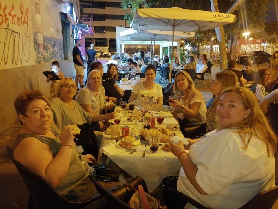 Cena de mujeres de Poeta Altet-Benicarl�.jpg