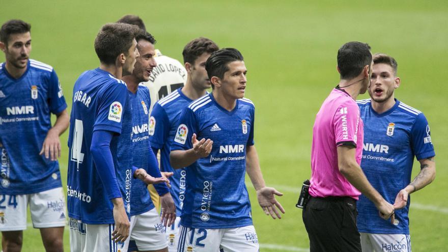 El oviedismo recela de las quejas por los arbitrajes del Espanyol y recuerda que le perdonaron un penalti en el Tartiere