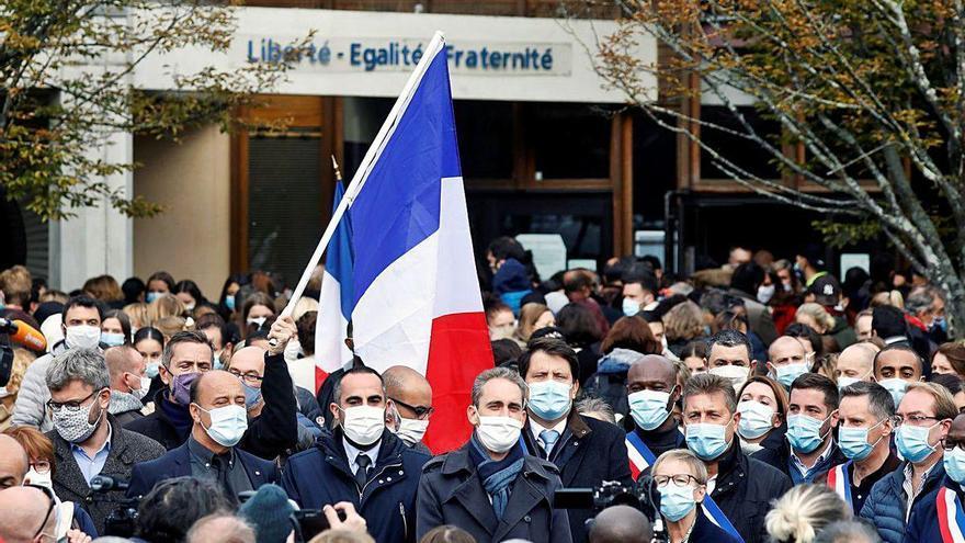 El autor de la decapitación del profesor cerca de París es un refugiado checheno de 18 años