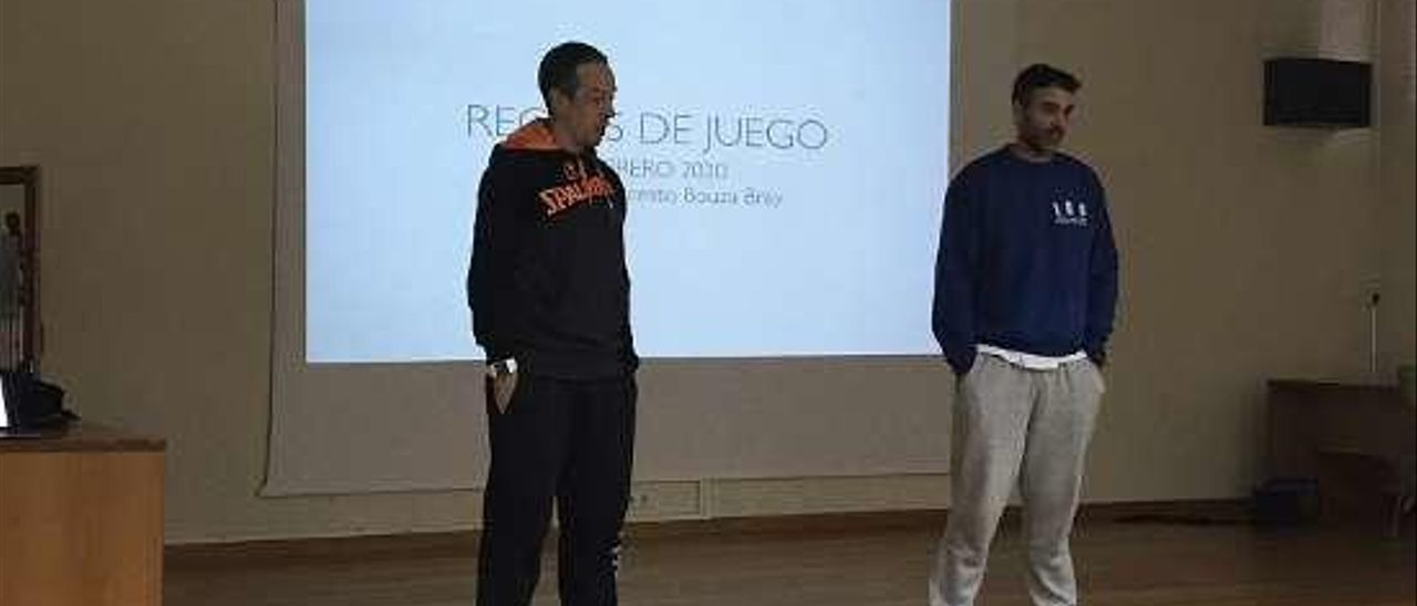 El profesor Pablo Villaronga (derecha) junto a Cortés. // FDV