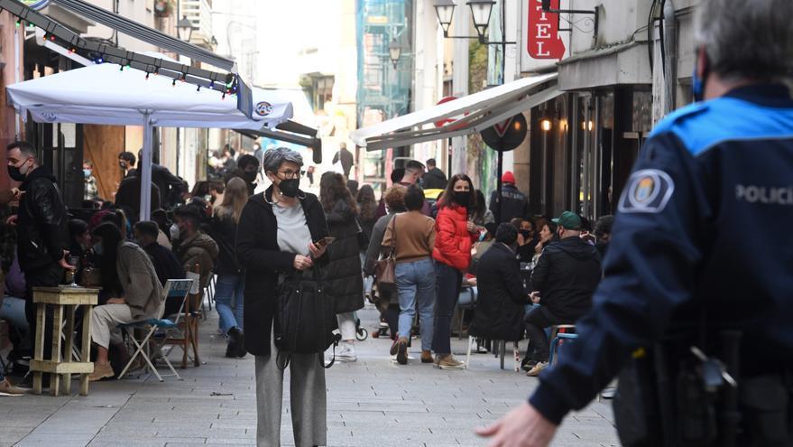"""Policías locales y cuerpos de seguridad """"reforzarán"""" los controles este fin de semana ante la afluencia de gente"""