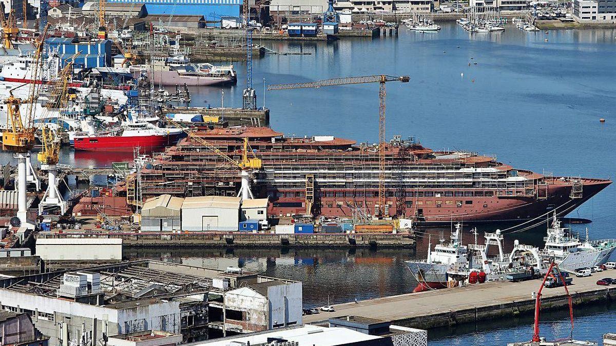 Vista del astillero Barreras, que construye el crucero de lujo Evrima.