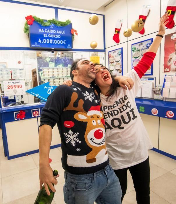 José María Nogales, el lotero que ha vendido en una administración del centro comercial Alcampo de la Ronda del Tamarguillo de Sevilla una serie del 26.590 agraciado con el Gordo.
