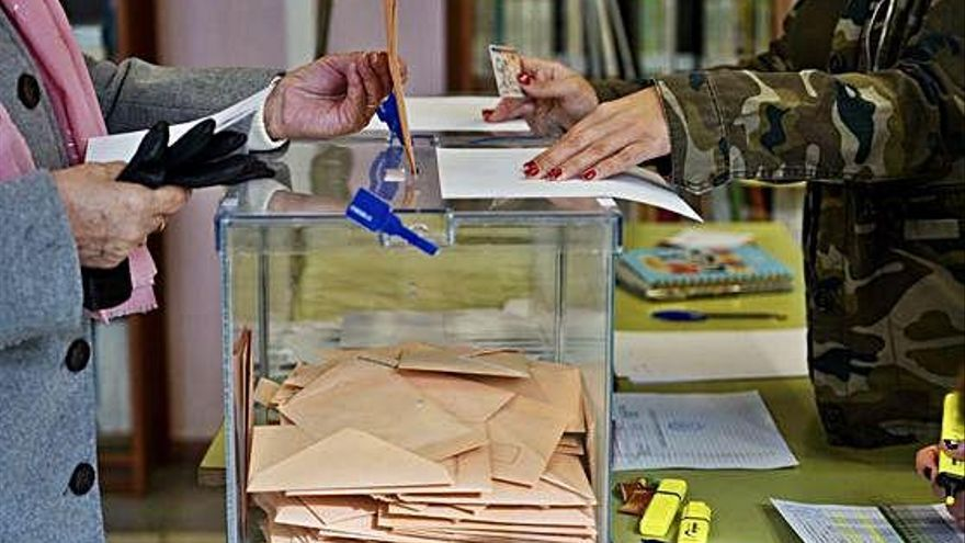 Un momento de la jornada electoral en Valladolid.