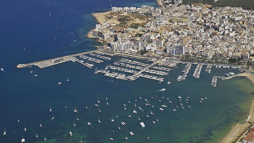Las navieras ven inviable operar en Sant Antoni con barcos de 65 metros
