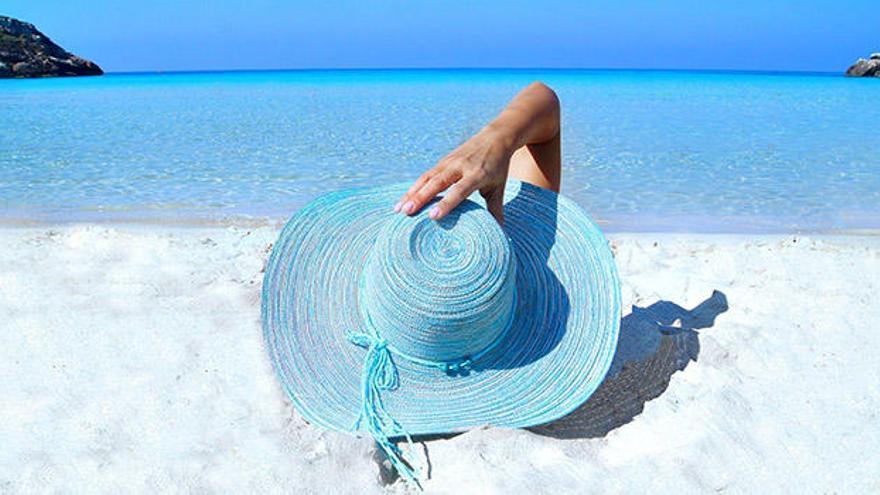 El 63% de las españolas evita bañarse en la piscina o la playa con la regla