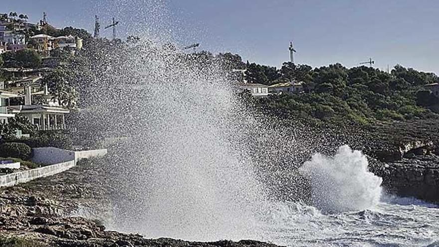 El vendaval deja en Mallorca rachas de 114 kilómetros y olas de cuatro metros