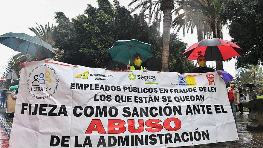Canarias aumenta la presión para que el Estado dé una salida a los interinos