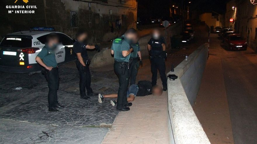 Detenido tras apuñalar a dos vecinos en plena calle en Zaragoza