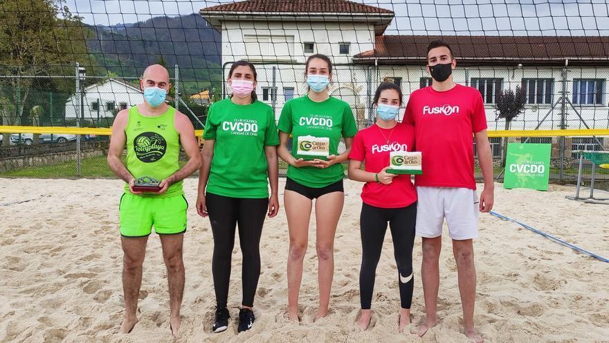 Paula Dago e Inma Díaz, vencedoras del torneo de voley-playa de Cangas de Onís