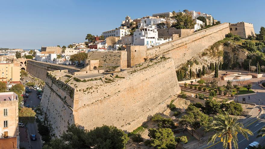 Este otoño los viajes a Eivissa tienen regalos para los residentes en Baleares