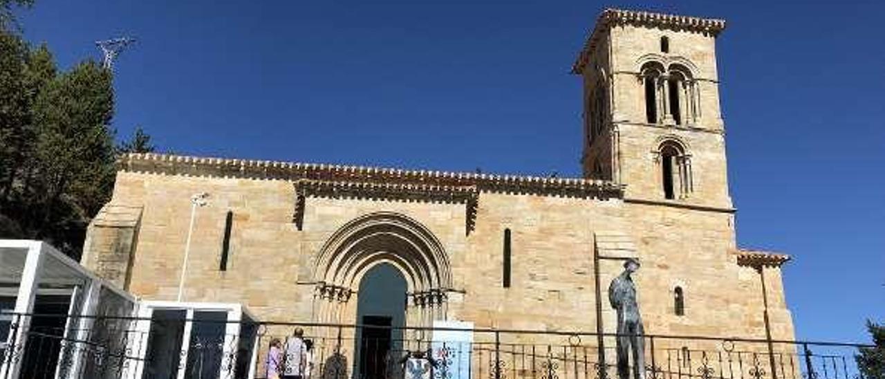 """La iglesia de Santa Cecilia, una de las dos sedes de """"Mons Dei"""" en Aguilar de Campoo."""