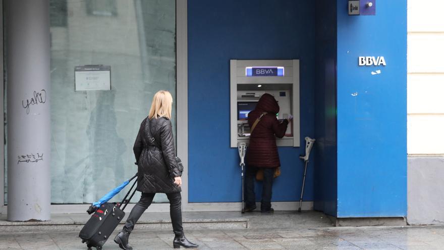 Hasta 56.000 aragoneses no tienen cerca ni bancos ni cajeros para sacar dinero