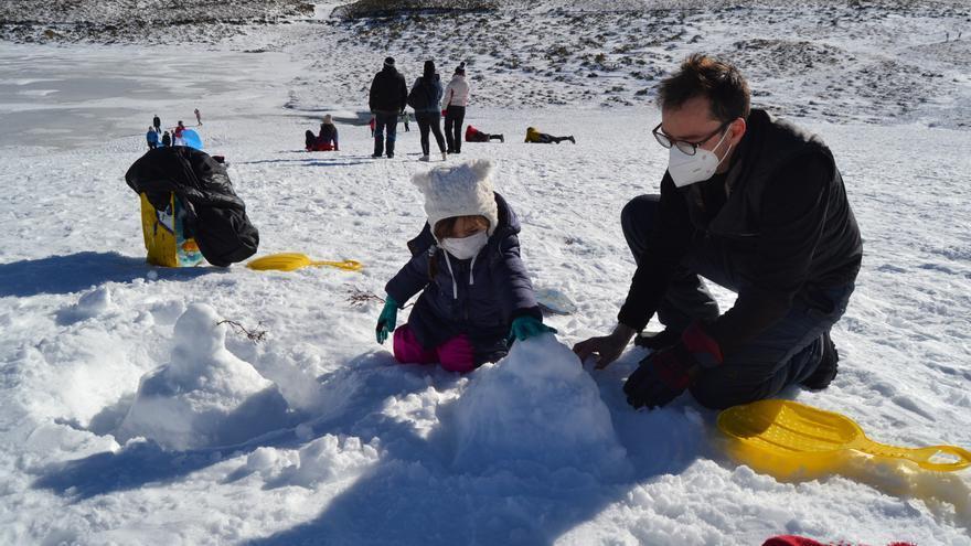 El sol de la Laguna de Peces de Sanabria: refugio del frío y la niebla