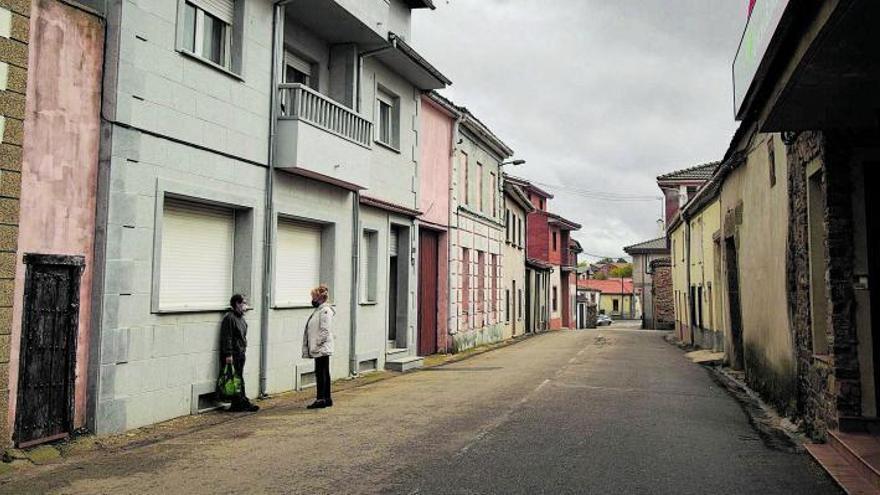 Una calle del municipio zamorano de Rabanales, en la comarca de Aliste. | José Luis Fernández