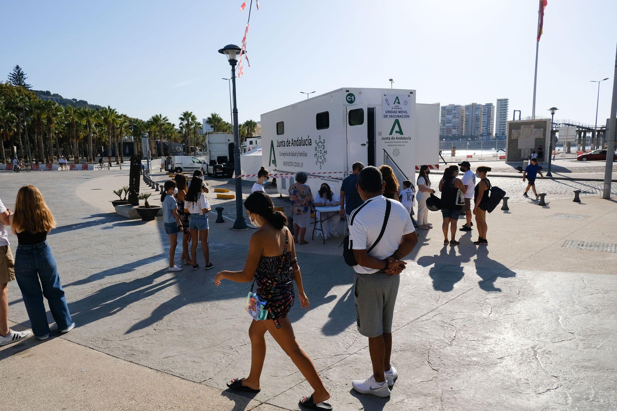 Vacunación sin cita en la plaza de la Marina