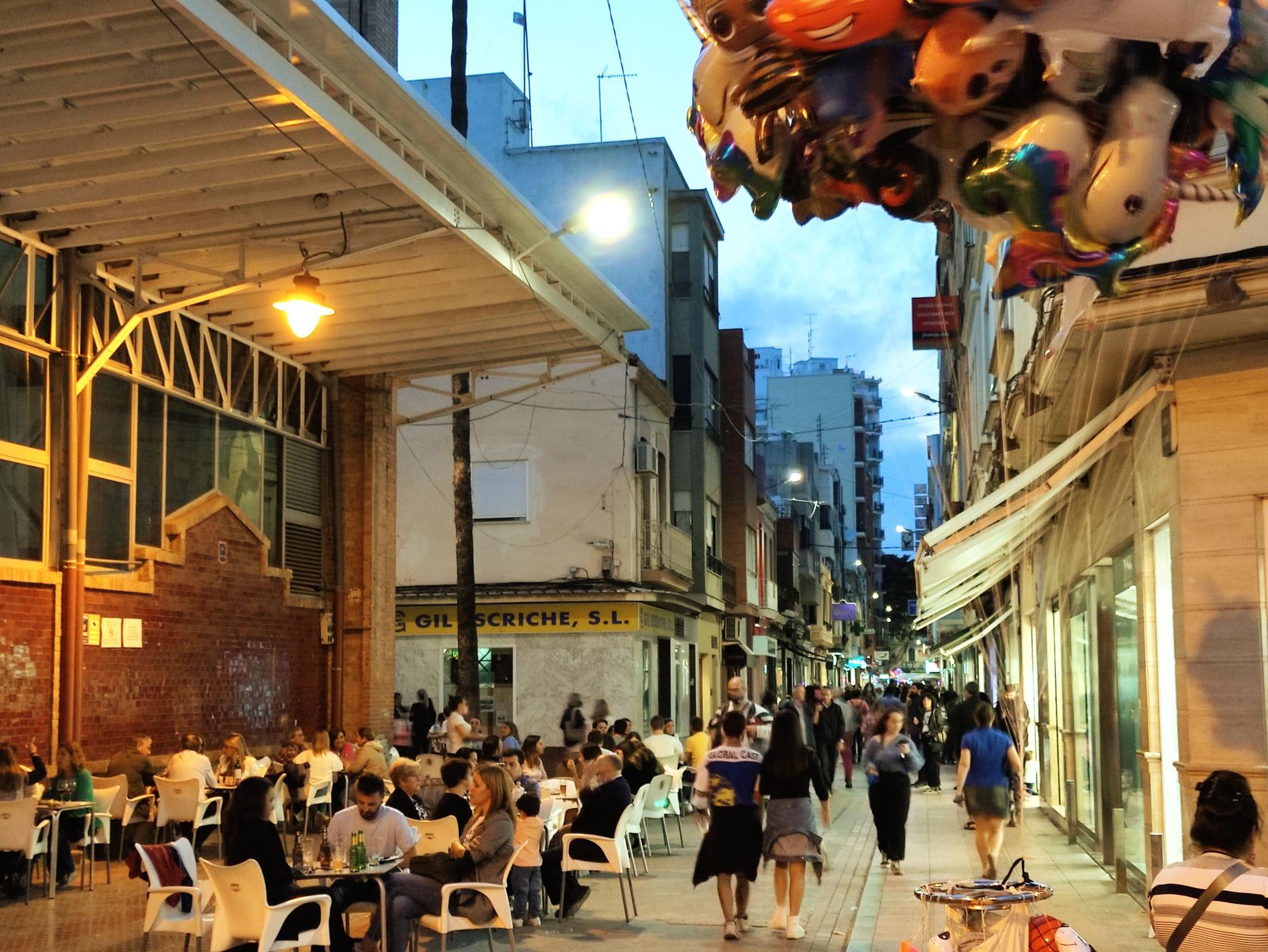 Calles llenas en Burriana en la víspera de la 'cremà'