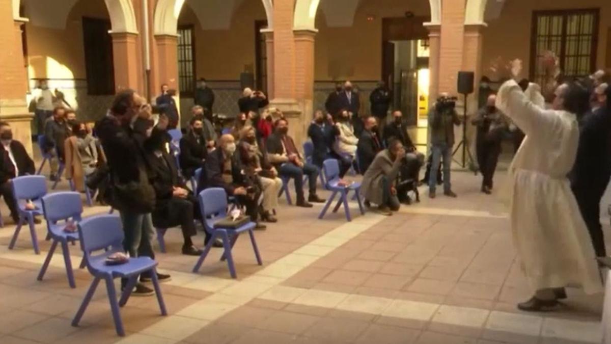 Una paloma muere en la bendición de San Antonio Abad en Valencia