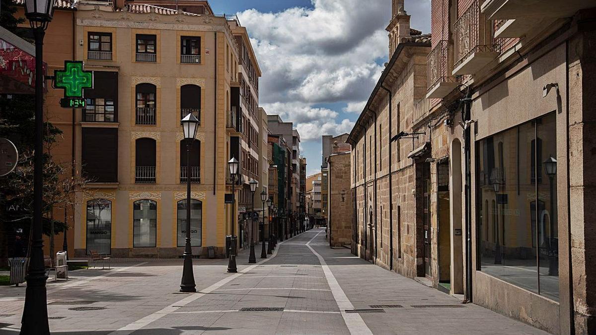 La calle San Torcuato, vacía, durante el confinamiento. |