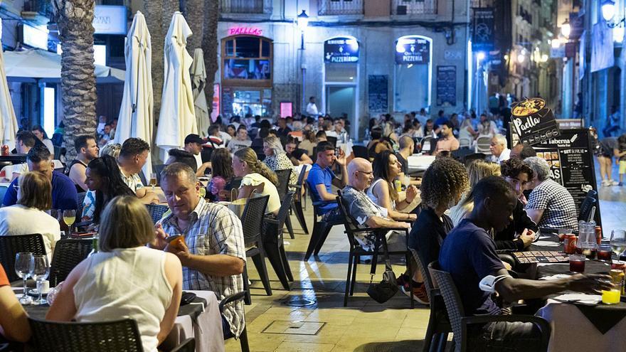 La hostelería de la costa tiene todo reservado hasta el 20 de agosto