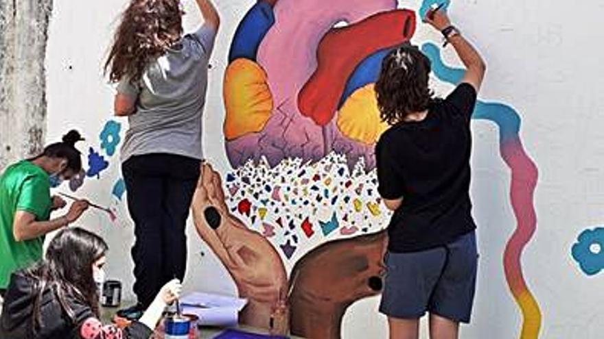 El IES de Chapela dedica un mural a Sesé Mateo